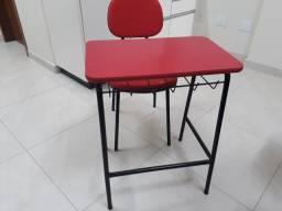Conjunto cadeira e mesa escolar