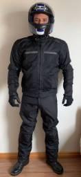Kit motociclista. Jaqueta, calça, botas, luvas+ 3 capacetes
