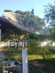 Antena parabólica e dois codificadores Elsys