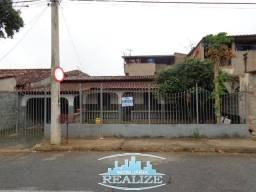 Aluga casa bairro Vila Ipanema, com 03 quartos