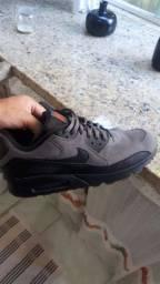 tênis Nike Air Max 90 psg cinza e preto tamanho 43