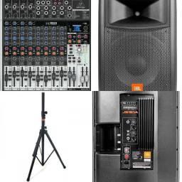 Sistema de som profissional JBL e Behringer Xenyx
