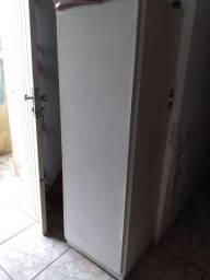 Armário fórmica branco usado, medindo aprox 53 cm de largura,1,55m de Altura.
