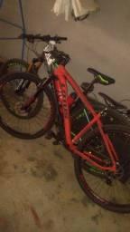 Vende essas duas bicicletas uma nova a outra seminova *