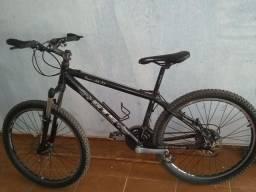 Vendo uma bicicleta gts por 800 reais