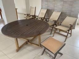 Jogo de mesa 4 cadeiras e um banco
