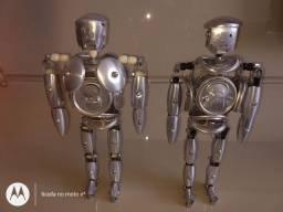 Robô feito de latinha de alumínio