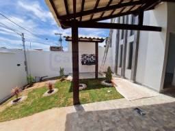 Casa á venda com 2 dormitórios com espaço gourmet e piso porcelanato, Mateus leme