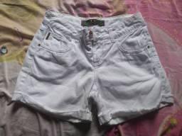 Shorts jeans branco feminino