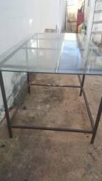 Mesa de metalom com tampo de vidro usada