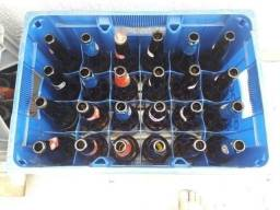 Engradados c/ cascos de cerveja 600ml