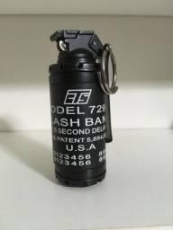 Isqueiro a gas estilo granada