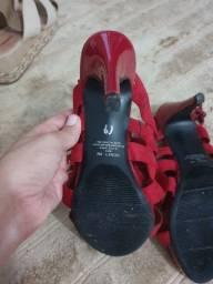 Sapato vermelho importado