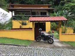 Excelente casa com 3 quartos, sendo 1 suíte, em condomínio em Caneca Fina - Guapimirim.