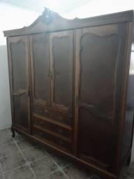 Guarda roupas antigo madeira nobre