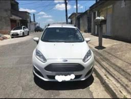 Ford fiesta 2015 entrada R$ 5mil mais parcelas de 699,80