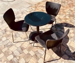 Título do anúncio: Mesas , cadeiras e banquetas .