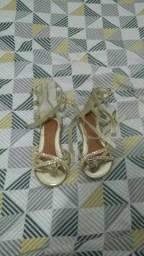 Vendo uma sandália infantil tamanho 25, semi nova