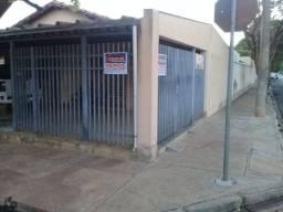 Casa de esquina no Jardim Toselar