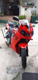 Moto super conservada de garagem