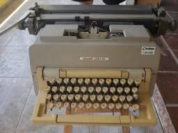 Relíquia máquina de escrever Olivetti