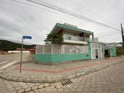 V022 - Casa geminada com 03 quartos (2 suítes) + piscina