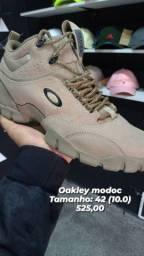 Tênis Oakley modoc