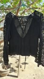 Blusa preta com renda