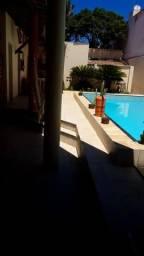 Alugo piscina. Domingos
