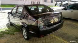 Fiesta sedan 1.0 2011 vendo troco ou FINANCIO com entrada mínima - 2011