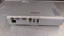 Projetor multimídia Panasonic 2000 ansi