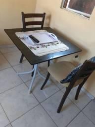 Mesa de mármore 4 cadeiras de madeira