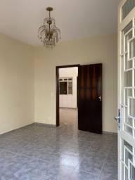 Aluga-se: Casa no Centro - Goiânia