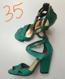 Sandália lança perfume num 35