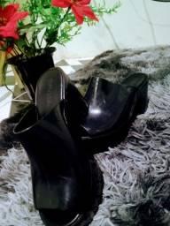 Vendo essas lindas sandálias ...
