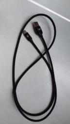 Cabo USB tradicional e tipo c
