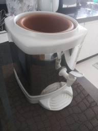 Suporte para galão de até 20 litros. Ótimo estado