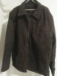 Jaqueta super leve e quentinha na cor marrom, tamanho GG
