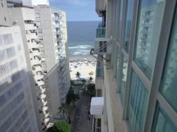 Praia das Pitangueiras / 03 dormitórios, amplo terraço, calçadão / 02 vagas