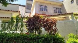 Excelente e Espaçosa Casa Duplex em Condomínio Fechado