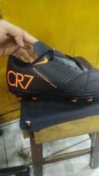 Chuteira CR7