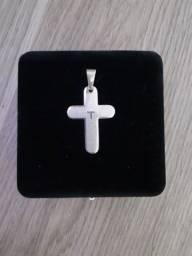 Pingente crucifixo com oração do pai nosso