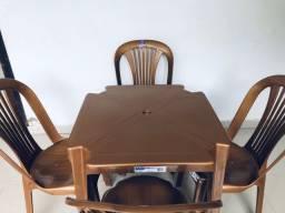 Jogo de 1 mesa e 4 cadeiras - Suporte 140Kg