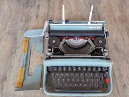 Máquina de escrever Olivetti Lettera 22