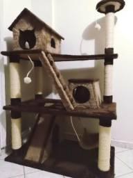 Arranhador gigante para gatos
