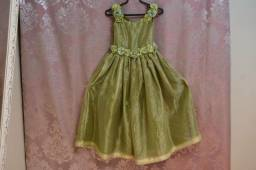 Lote com vestidos de damas
