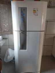 Geladeira Electrolux Frost Free semi nova 520 litros