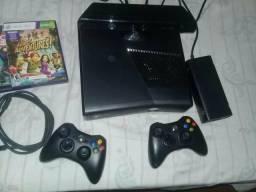 Xbox 360 com kinect 2 controles