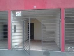 Alugo apartamento com 02 quartos em Assis a 100 mt da unesp