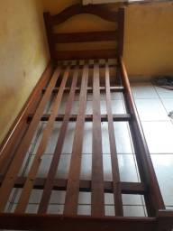 Cama solteiro de madeira